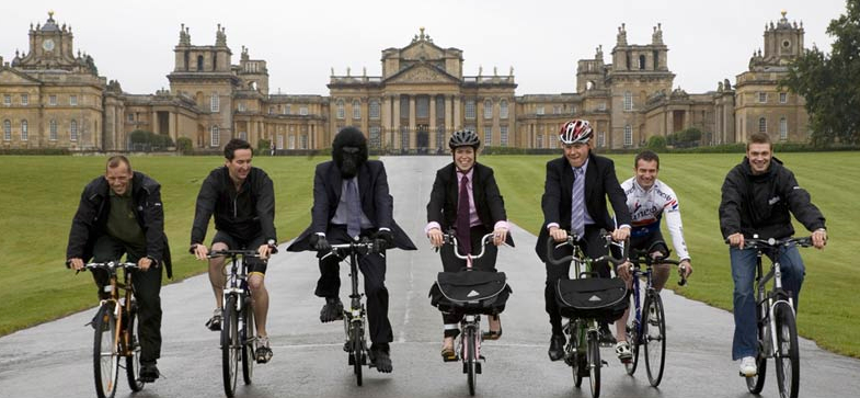 Photo of cyclists at Blenheim Palace